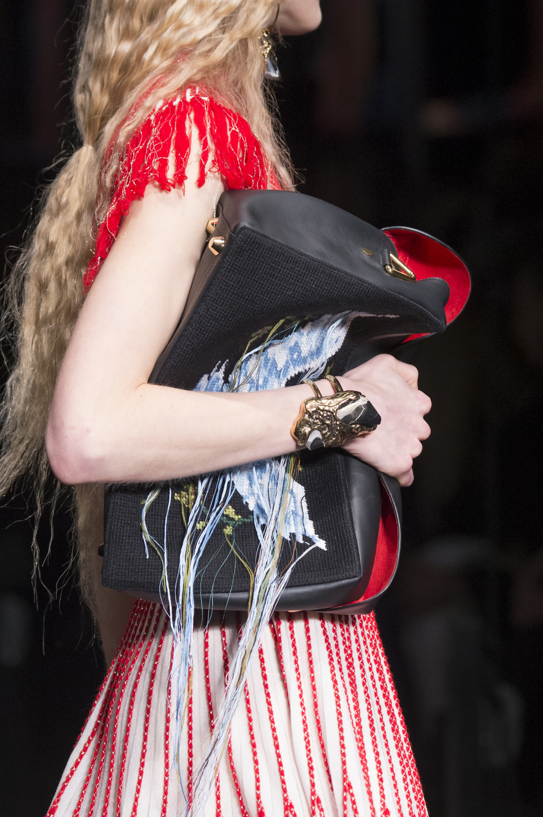 flur-magazine-best-bags-accessories-fashion-weeks-mcqueen-clp-rf17-2250